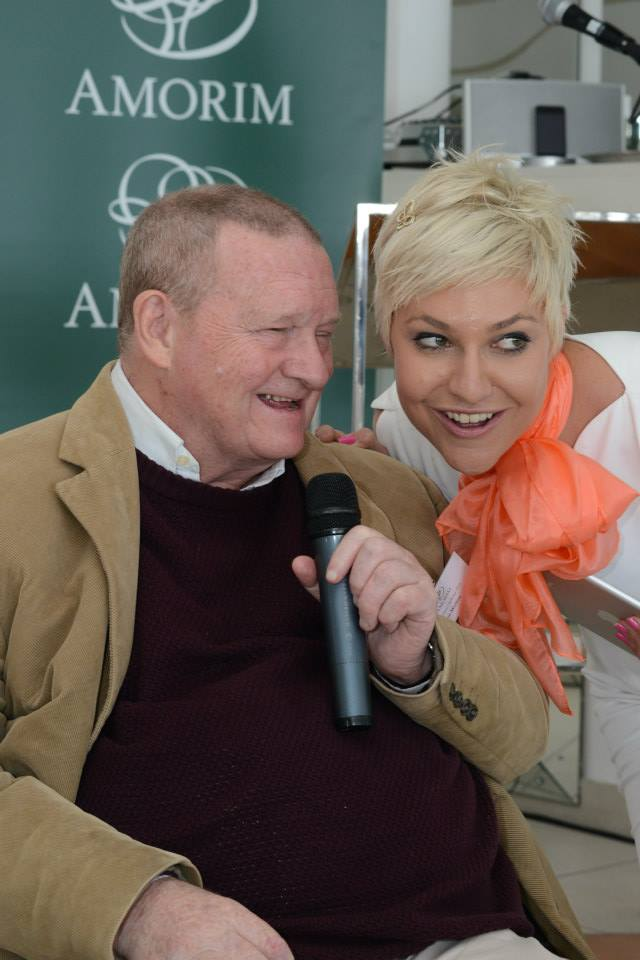Allan Mullins discussing lees contact with Liezel van der Westhuizen at this year's event.